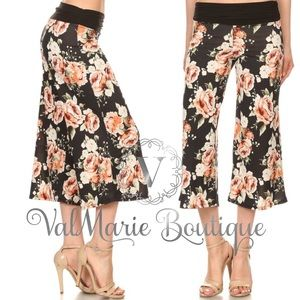 Stretchy Floral Capri Pants
